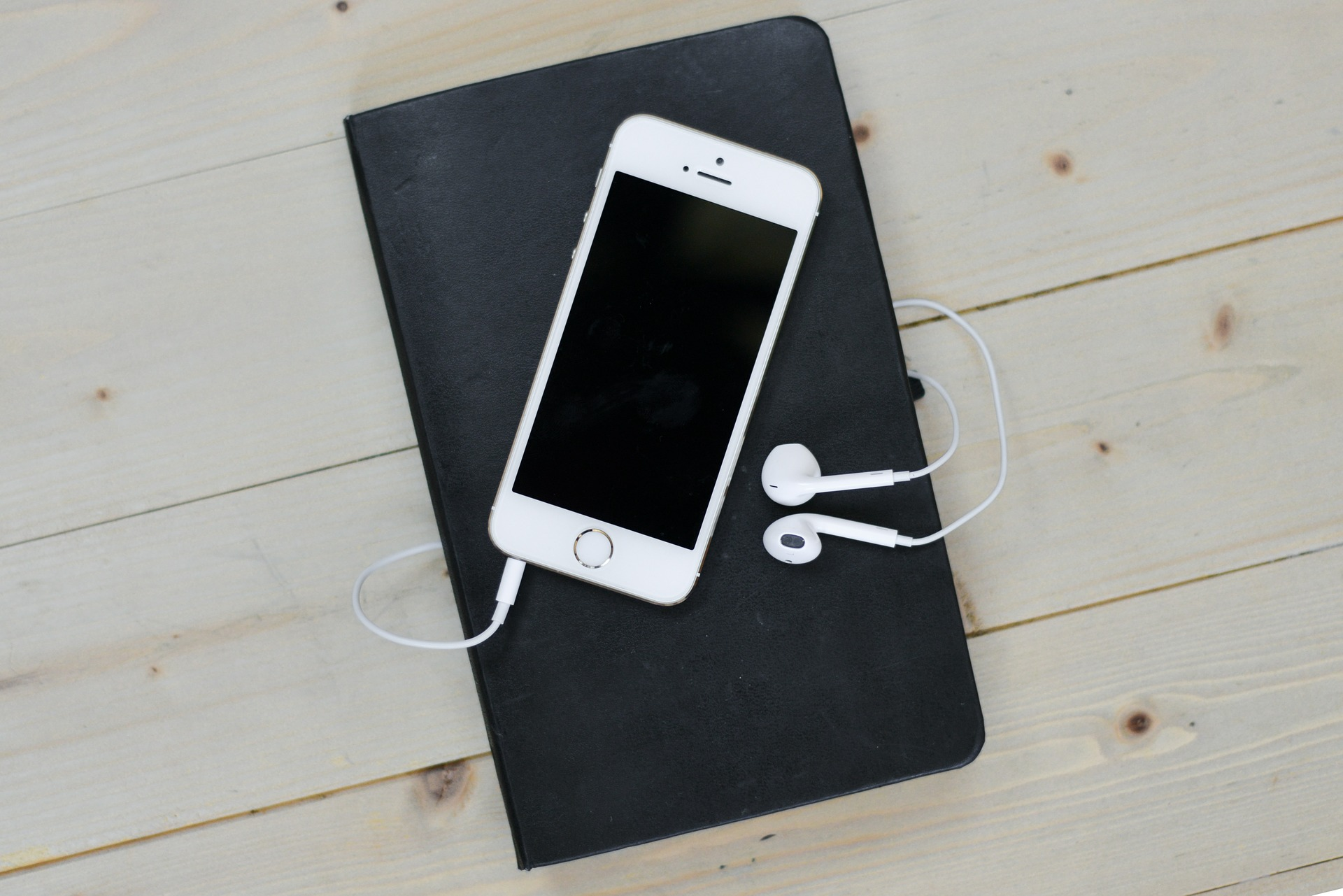 """Ekran dla prawdziwych kinomanów to tablet Samsung Galaxy A 10.1"""" WiFi Srebrny"""