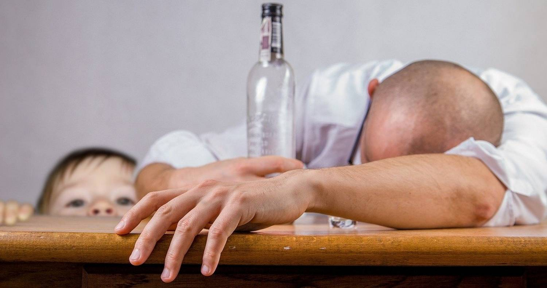 Jak alkoholizm rodziców wpływa na dziecko – pomoc rodzinom z uzależnieniem
